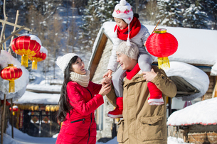 Young family celebrating Chinese new yearの写真素材 [FYI02856583]