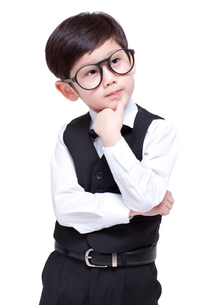 Cute boy wearing glassesの写真素材 [FYI02856584]