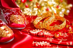 Traditional Chinese wedding elementsの写真素材 [FYI02856598]