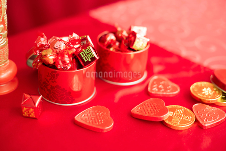 Traditional Chinese wedding elementsの写真素材 [FYI02856653]
