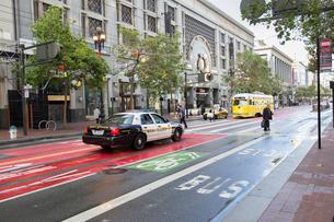 Cop car in San Francisco, Californiaの写真素材 [FYI02856678]