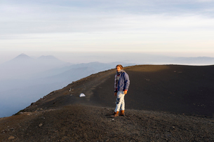 Man hiking mountain in Guatemalaの写真素材 [FYI02856777]