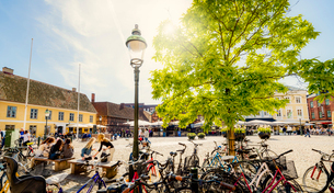 Sweden, Skane, Malmo, Lilla torg, View of town squareの写真素材 [FYI02856803]