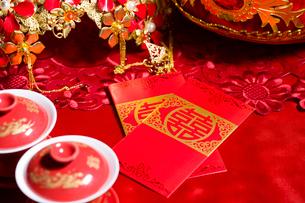 Traditional Chinese wedding elementsの写真素材 [FYI02856807]
