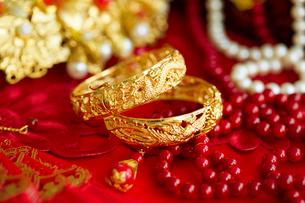 Traditional Chinese wedding elementsの写真素材 [FYI02856849]
