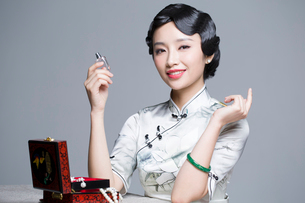 Young beautiful woman in traditional cheongsam with perfumeの写真素材 [FYI02856877]