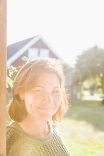 Mid adult woman smiling in the sunshine in Hano, Swedenの写真素材 [FYI02856888]