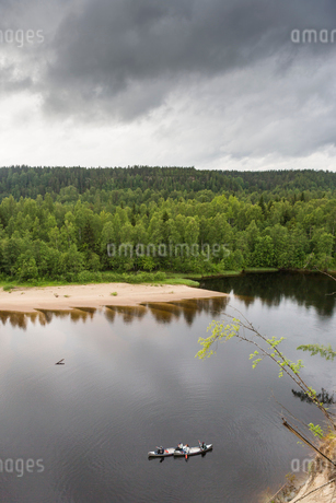 River by a forest in Vasterbotten, Swedenの写真素材 [FYI02856910]