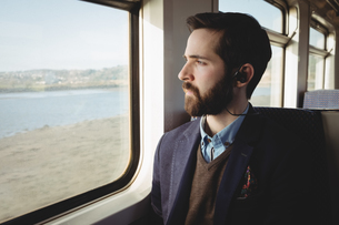 Businessman looking out through train windowの写真素材 [FYI02856912]