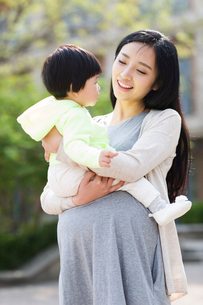 Happy mother and daughterの写真素材 [FYI02857055]