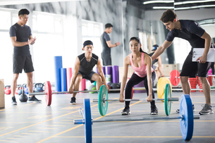 Young woman working with trainer at gymの写真素材 [FYI02857058]