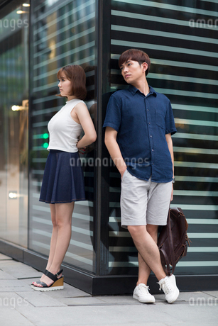 Young couple being difficult with each otherの写真素材 [FYI02857112]