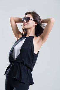 Fashionable young womanの写真素材 [FYI02857192]