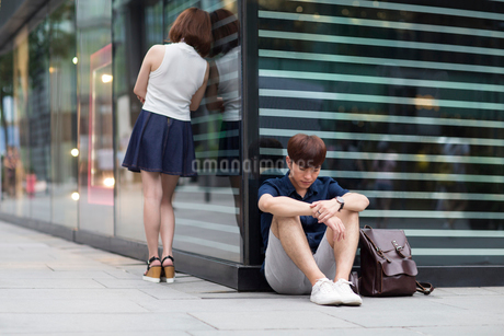 Young couple being difficult with each otherの写真素材 [FYI02857250]