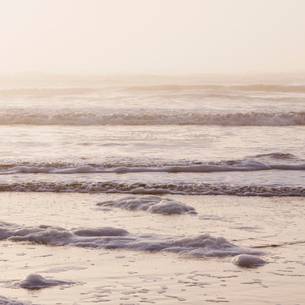 Seascape at dusk, Waves breaking on the shore.の写真素材 [FYI02857353]
