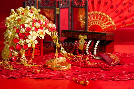 Traditional Chinese wedding elementsの写真素材 [FYI02857412]