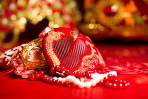 Traditional Chinese wedding elementsの写真素材 [FYI02857476]