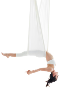 Young Chinese woman practicing aerial yogaの写真素材 [FYI02857494]