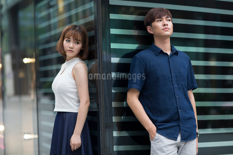 Young couple being difficult with each otherの写真素材 [FYI02857505]