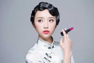 Young beautiful woman in traditional cheongsam with a lipstickの写真素材 [FYI02857509]