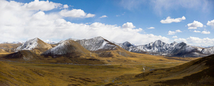 Tanggula mountains in Tibet, Chinaの写真素材 [FYI02857513]