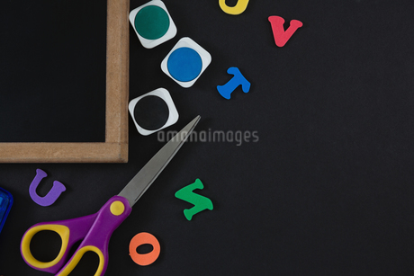 Blank slate with various school supplies on black backgroundの写真素材 [FYI02857557]