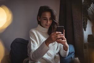 Beautiful woman taking taking a selfieの写真素材 [FYI02857628]