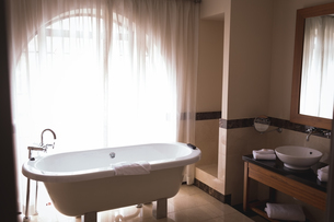 View of empty bathtubの写真素材 [FYI02857839]