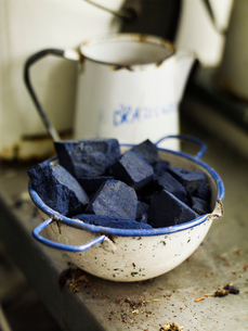Ingredients in a bowl to create a natural dye. Indigo pigment in blocks.の写真素材 [FYI02858039]