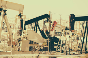 Crude oil extraction from Monterey Shale near Bakersfield, California, USA.の写真素材 [FYI02858089]