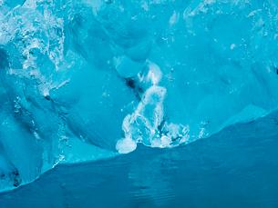 Glacial lake at the head of the Breidamerkurjokull glacier, created after the glacier started recediの写真素材 [FYI02858102]