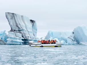 Glacial lake on the edge of Vatnajokull National Park. at the head of the Breidamerkurjokull glacierの写真素材 [FYI02858198]