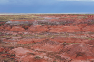 Elevated view of the Painted Desert rock formations in the Petrified Forest National Parkの写真素材 [FYI02858258]