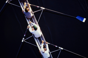 Overhead view of men rowing scull boat during competition in Seattle.の写真素材 [FYI02858285]
