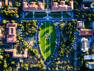 The Oval, aerial view of the open space in the middle of Stanford University Campus at Palo Alto.の写真素材 [FYI02858347]