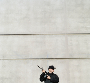 Man wearing special forces uniform and holding high powered semi-automatic rifleの写真素材 [FYI02858377]