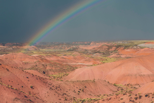 Rainbow and storm clouds over the Painted Desertの写真素材 [FYI02858656]