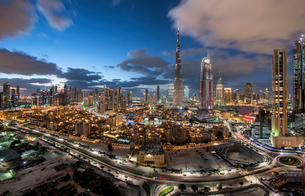 Cityscape of Dubai, United Arab Emirates, with skyscrapers under a cloudy sky.の写真素材 [FYI02858657]