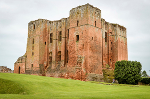 Exterior view of medieval keep of Kenilworth Castle in Warwickshire.の写真素材 [FYI02858762]