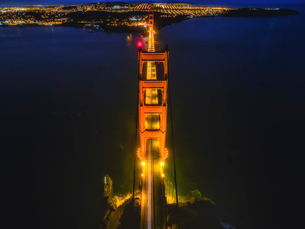 Golden Gate Bridge, aerial view at night. The still waters of San Francisco Bay.の写真素材 [FYI02858776]