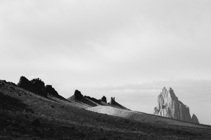 View of Shiprock and vast desert, Navajo Indian Reservation, New Mexicoの写真素材 [FYI02858801]