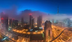 Cityscape with illuminated skyscrapers in Dubai, United Arab Emirates at dusk.の写真素材 [FYI02858833]