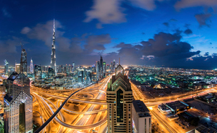 Cityscape of Dubai, United Arab Emirates at dusk, with the Burj Khalifa and other skyscrapers and ilの写真素材 [FYI02858859]