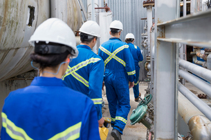 Workers walking at gas plantの写真素材 [FYI02858904]