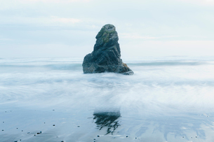 Rock formation on the coastline, exposed on the beach at low tide.の写真素材 [FYI02859059]