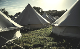 Glamping bell tents, traditional canvas tents in an enclosure on the camping grounds at an outdoor mの写真素材 [FYI02859062]