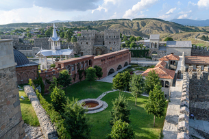 High angle view of old fortress, castle and mosque in Akhaltsikhe, Georgia.の写真素材 [FYI02859085]