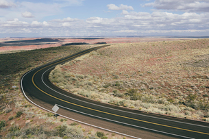 Curving road through the Painted Desertの写真素材 [FYI02859143]