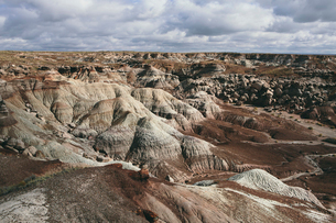 View over the landscape of the Painted Desert rock formations in the Petrified Forest National Parkの写真素材 [FYI02859199]