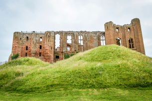 Exterior view of the medieval keep of Kenilworth Castle, Warwickshire.の写真素材 [FYI02859353]